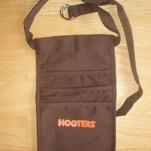 NEW HOOTERS GIRL BRWN MONEY POUCH & BLANK NAME TAG